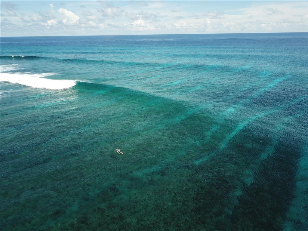 Empty Lineup - Uncrowded surf break in the Maldives | Elysia Charters